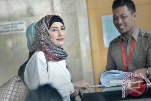 Inneke Jenguk Suami Yang Ditahan KPK