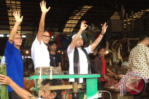 Sandiaga bersama ustad Solmed kunjungi pasar induk Kramat Jati