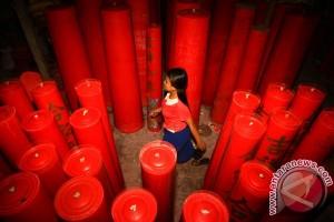 Jumlah lilin Imlek Klenteng Bekasi 2017 menurun