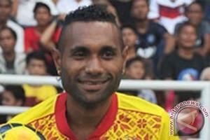 Titus Bonai absen lawan PS TNI akibat cedera