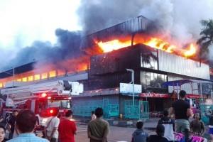 Blok III Pasar Senen terbakar