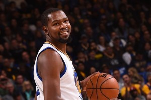 Durant antar Warriors bekap Thunder 121-100