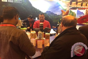 Minuman tradisional Indonesia di FITUR Madrid