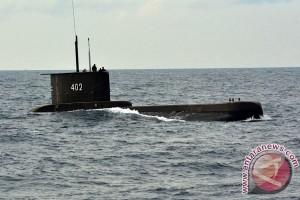 Warga Ambon kunjungi Kapal Selam KRI Nanggala