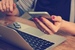Aturan media sosial untuk pasangan menurut pakar