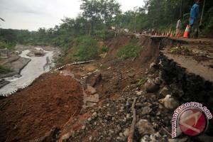 70 keluarga terdampak longsor Nganjuk diungsikan