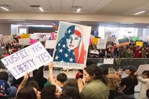 Tens of thousands in US cities protest Trump immigration order