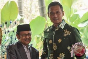 Habibie berpesan kepada Agus-Sylvi agar majukan Jakarta