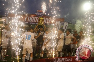 Arema FC Juara Bhayangkara Trofeo Cup 2017