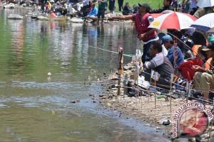 """ANTARA Doeloe: Cerita pemantjingan ikan """"Situ Apan"""" di kaki Salak"""