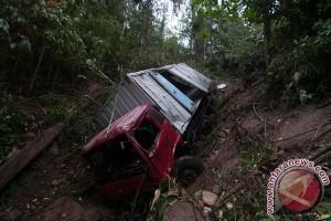 Di Bali, mobil masuk jurang tapi selamat