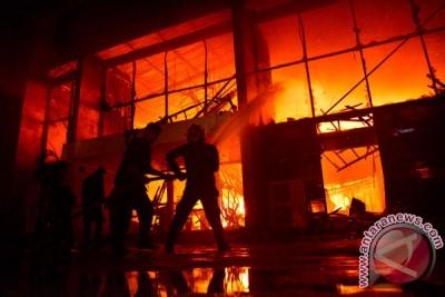 Gedung Kejaksaan Negeri Manggarai hangus terbakar