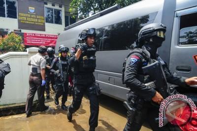 Polisi tangkap tiga tersangka teroris di Bandung