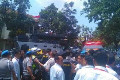 Peledak bom panci di Bandung masih sembunyi di kantor kelurahan