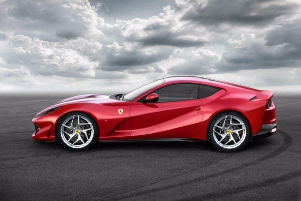Mobil tercepat Ferrari 812 Superfast diperkenalkan di Genewa Motor Show
