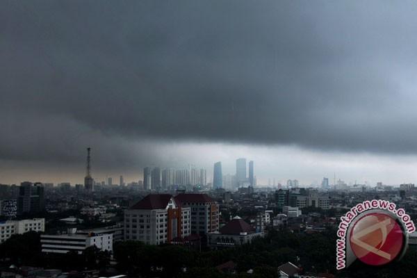 Hujan, petir dan angin kencang diperkirakan terjadi di Jakarta hari ini