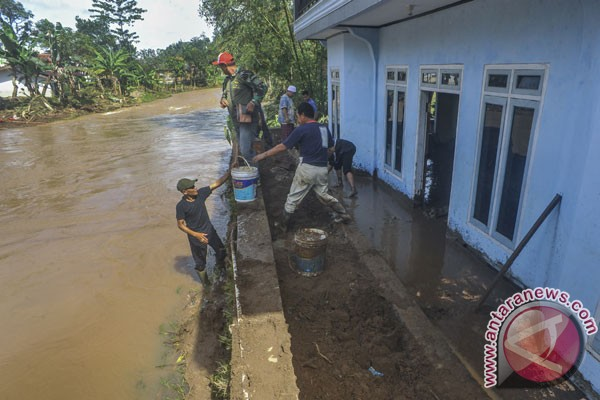 Korban banjir Bandung Barat tolak direlokasi