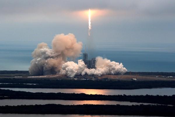 SpaceX Luncurkan Satelit Pertama Buatan Taiwan
