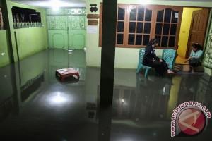 Banjir sebabkan lalu lintas Pekanbaru padat merayap