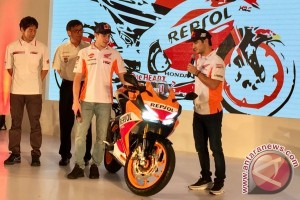 Marquez-Pedrosa perkenalkan CBR250RR Repsol Edition (video)