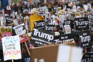 Ribuan orang di London kecam kebijakan pengungsi Trump