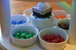 Mesin ini bisa memilah warna permen