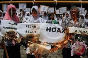 Melawan Berita Hoax