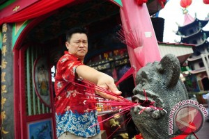 """Saat ratusan dukun """"cuci jalan"""" di Singkawang"""