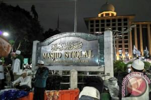 Pengikut Aksi 112 sebagian tertahan di pintu masuk Istiqlal