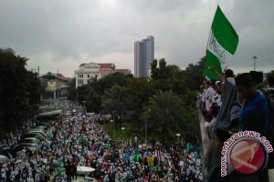 Peserta aksi 112 berjalan kaki ke Istiqlal