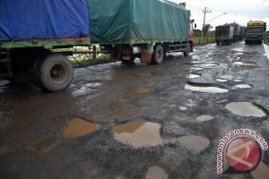 Jalan nasional di dua kabupaten Jambi rusak parah