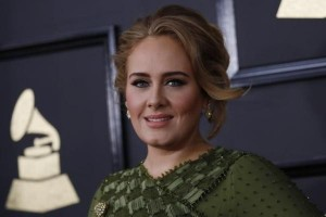 """Hello"" Adele sabet ""Song of the Year"" di Grammy"