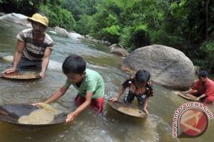 Mencari Emas Di Sungai