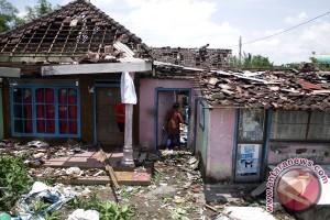Ratusan rumah di Kudus rusak diterjang angin kencang