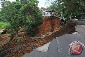 40 persen jalan nasional di Jabar rusak
