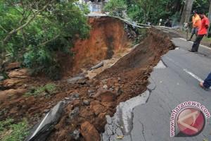 Jalan ambles, Sumedang-Majalengka buka tutup