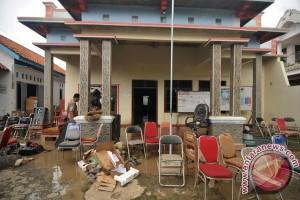 Bersih-Bersih Pasca Banjir Brebes
