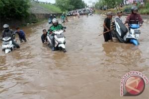 Kemacetan panjang di Kalimalang, Bekasi, dipicu banjir
