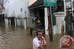 Dua tanggul di Bekasi jebol akibat hujan lebat
