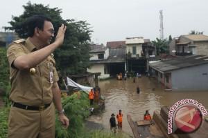 Ahok Tinjau Banjir Cipinang Melayu