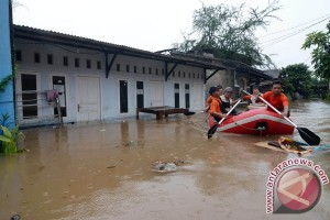 Banjir Kota Tangerang disebabkan saluran air tersumbat