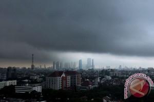 Prakiraan cuaca Jabodetabek hari ini, sebagian hujan petir