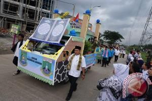 Ratusan kendaraan hias pawai takbir keliling di Makassar