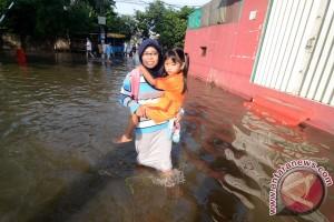 Pemkot Tangerang buat tanggul sementara Kali Angke