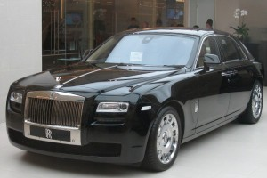 Rolls Royce Ghost didandani untuk London Fashion Week