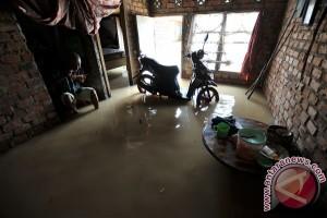 Jalan protokol Cianjur tergenang banjir
