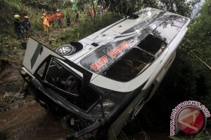 Bus terguling di Jawa Tengah renggut tujuh nyawa