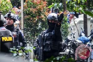 Polisi geledah dua rumah terkait ledakan bom di Bandung