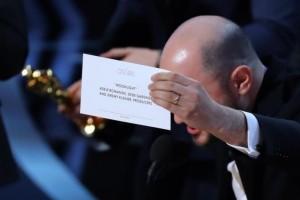 Auditor Oscar minta maaf atas kesalahan pengumuman Film Terbaik