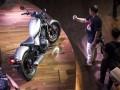 Sejumlah awak media memotret motor kustom Honda CMX500 Rebel saat peluncurannya di Jakarta, Jumat (17/3/2017). Motor Honda CMX500 Rebel ini hadir dengan pilihan tiga warna Millenium Red, Mat Armored Silver Metallic dan Graphite Black yang dipasarkan dengan harga On The Road (OTR) DKI Jakarta sebesar Rp147.387.500. (ANTARA /M Agung Rajasa)